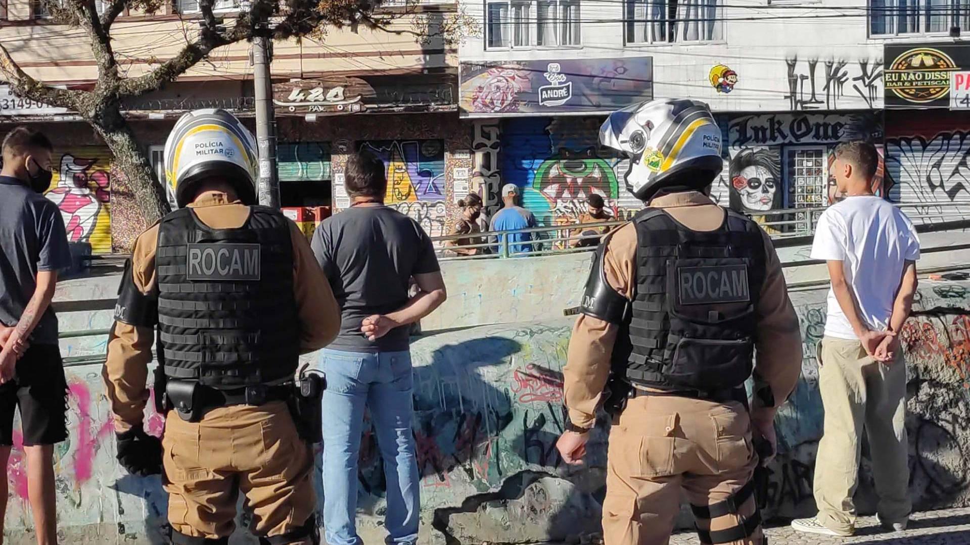 Mais policiais, fiscalização e blitzes:  reforça ações para cumprimento de decreto restritivo no PR