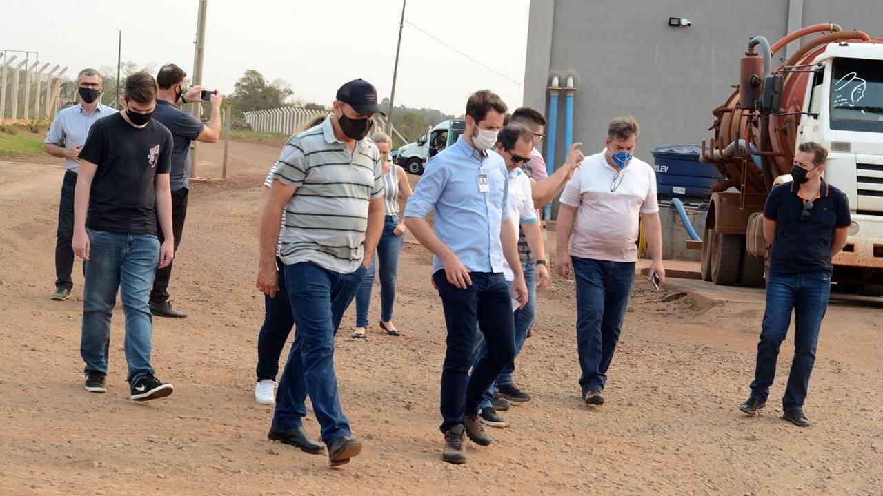 Comitiva gaúcha visita usina de biogás no oeste do Paraná