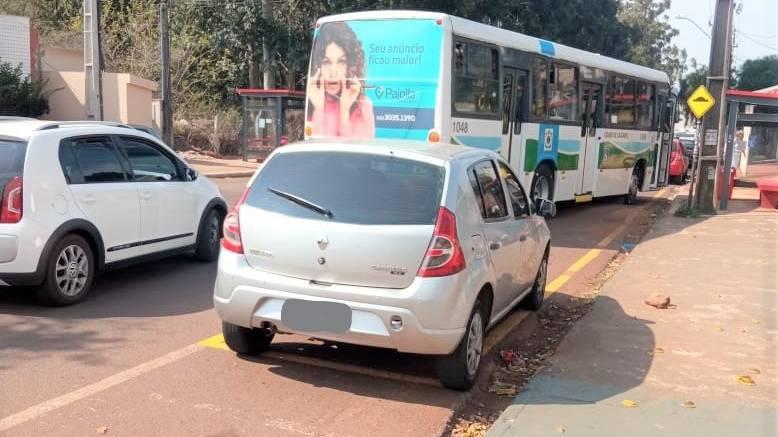 Fique ligado: estacionar na parada do ônibus caracteriza infração de trânsito