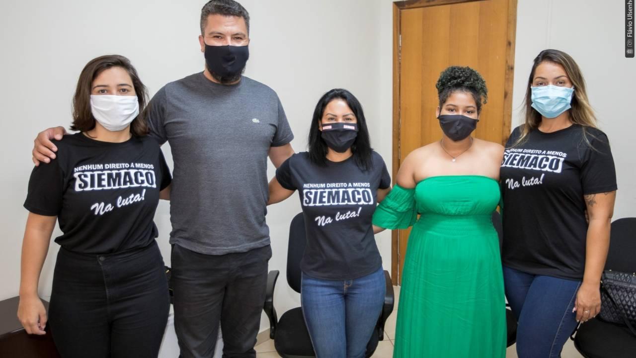 Edson Souza ajuda a negociar o pagamento do 13º para 159 terceirizados do município