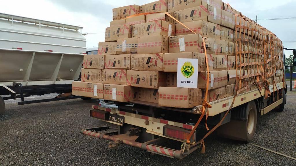 BPFRON apreende carregamento de cigarros contrabandeados durante Operação Hórus em Nova Santa Rosa