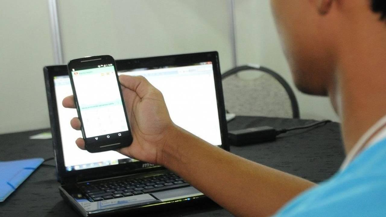 """Professora Liliam pede internet gratuita a alunos e professores: """"política necessária"""""""