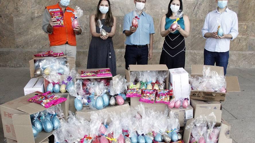 Segurança entrega 1,4 mil ovos de chocolate para a campanha Páscoa Solidária
