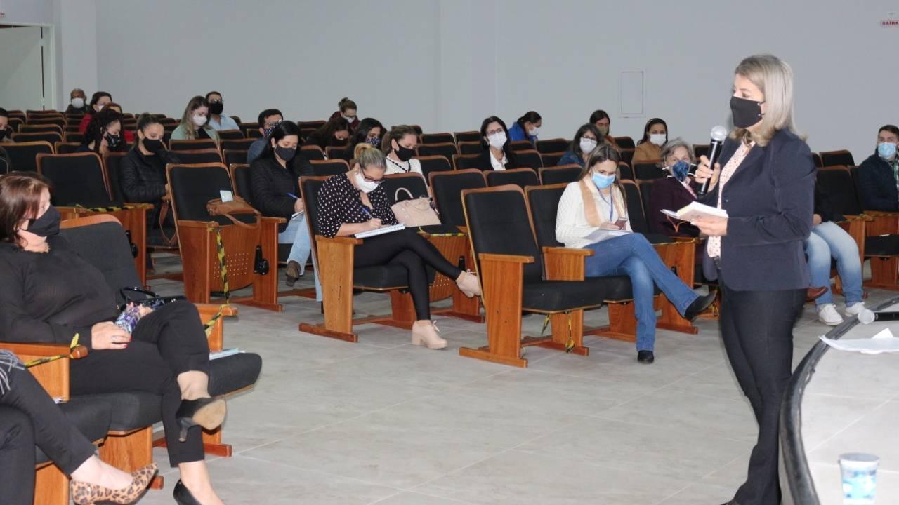 Secretaria de Educação define cronograma de retorno com os diretores de escolas em Cascavel