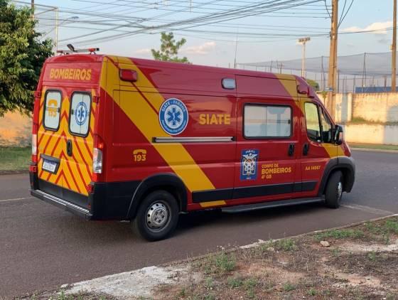 Ciclista fica ferido após ser atingido por automóvel na Rua Guaraniaçu em Cascavel