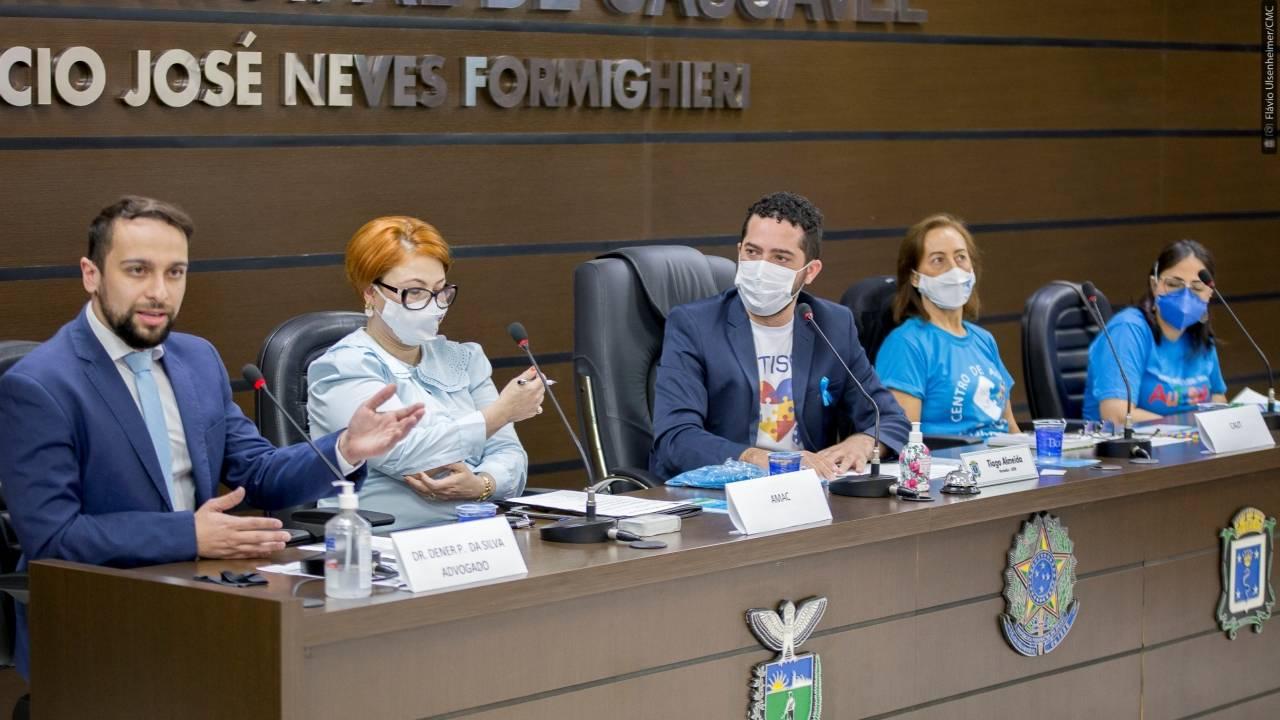 Tiago Almeida coordena debate sobre autismo como atividade do Abril Azul