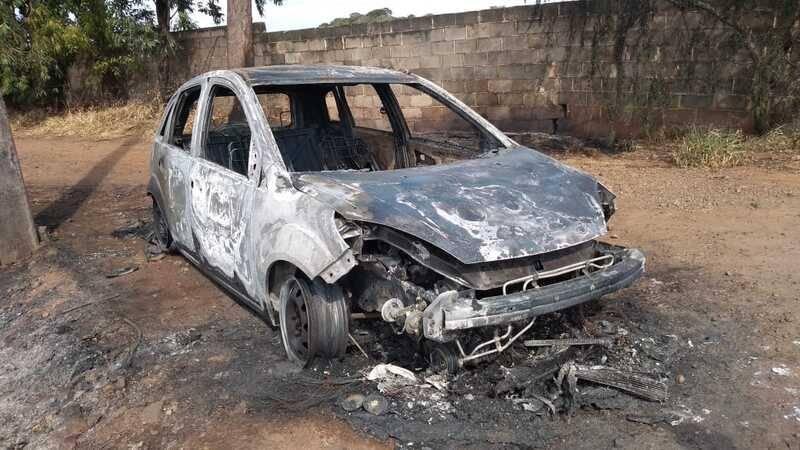 Homens são assassinatos e carbonizados dentro de veiculo no noroeste do Paraná