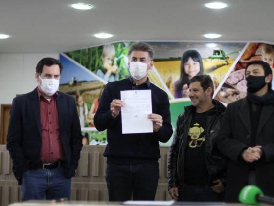 Paranhos sanciona lei que proíbe soltar fogos com altos estampidos