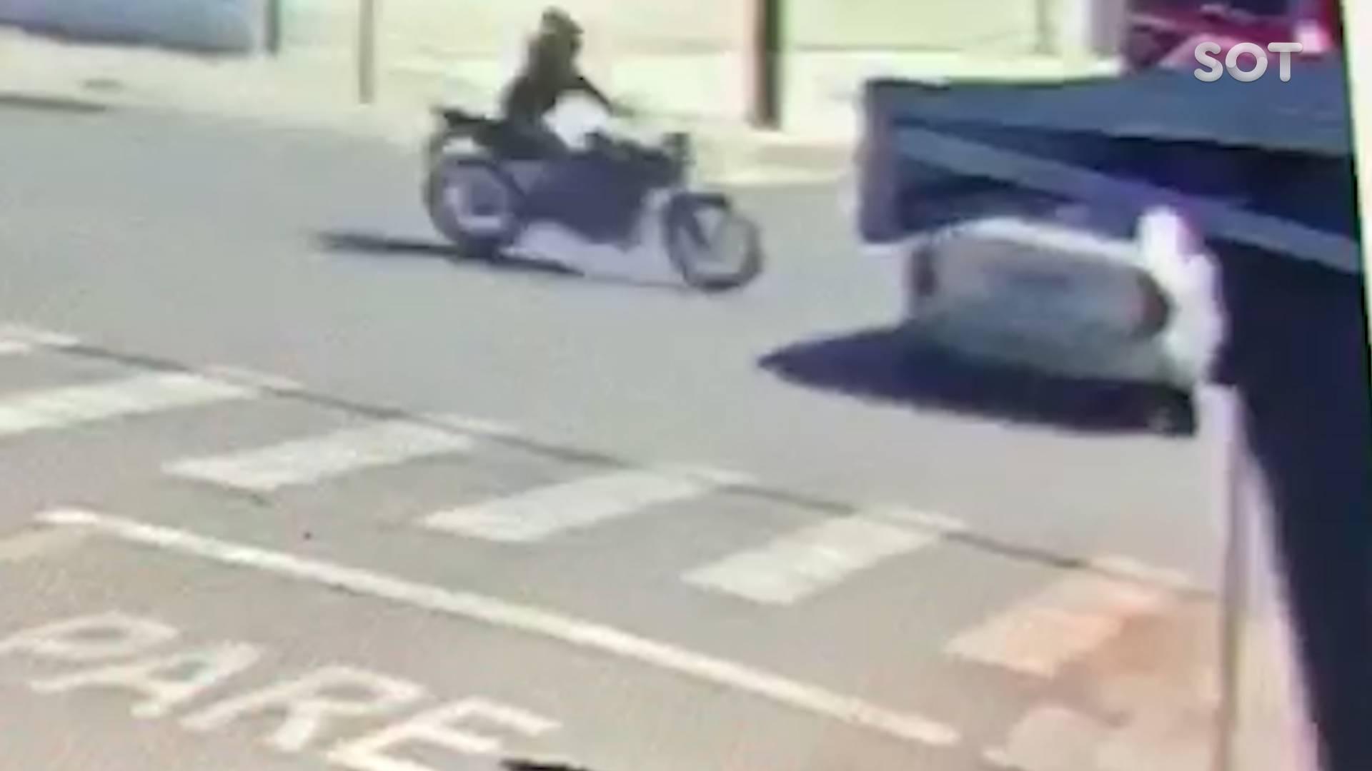 Câmera de segurança registra gravíssimo acidente de trânsito na Rua Itália em Cascavel