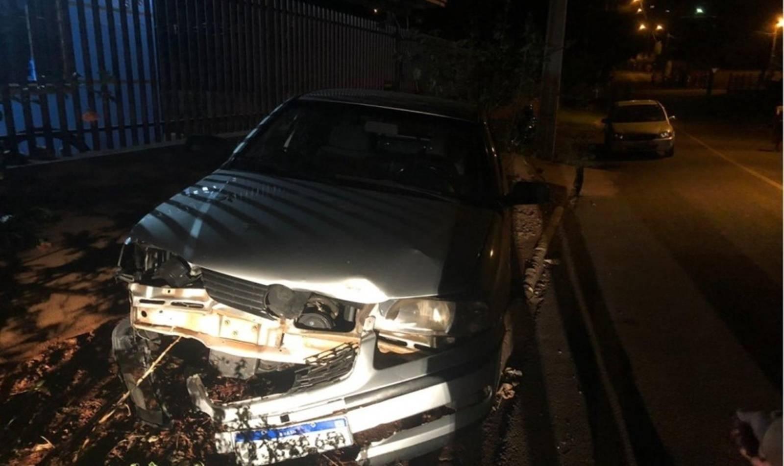 Motociclista fica ferido após colidir em um carro estacionado em Boa Vista da Aparecida