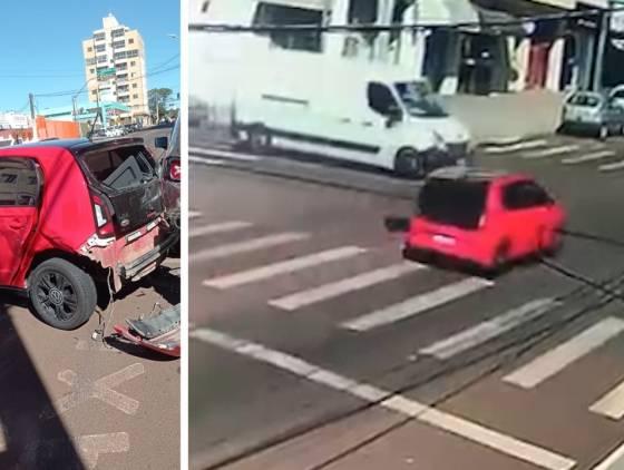 Forte colisão de trânsito é registrada por câmera de segurança na Rua Jorge Lacerda