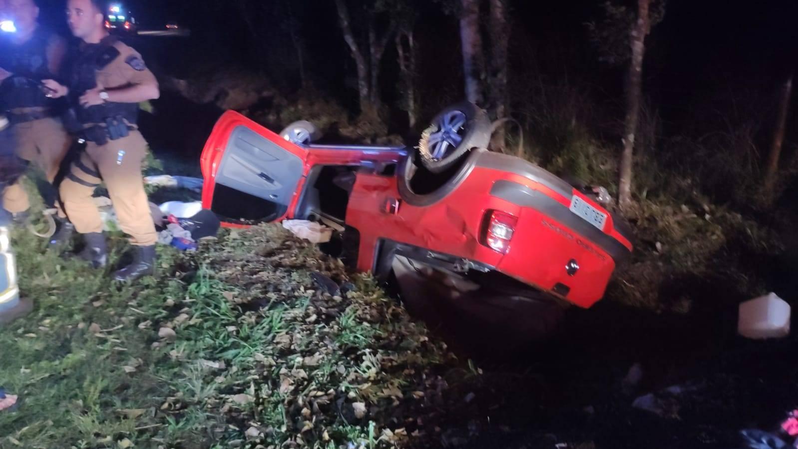 Mulher de 51 anos fica ferida após capotamento na PR-180 em Cascavel