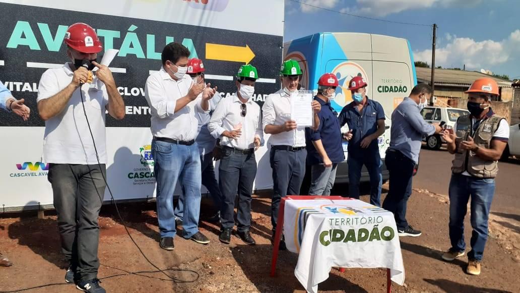 Paranhos assina ordens de serviços de obras no Guarujá, Cascavel Velho e Santa Felicidade