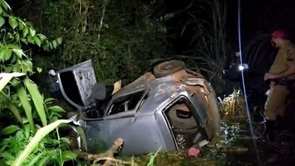 Irmãos morrem e mulher fica gravemente ferida em acidente