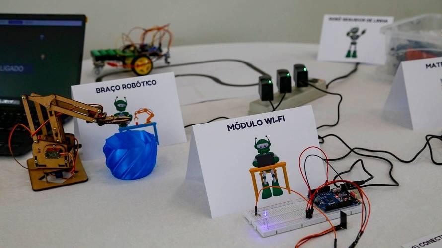 R$ 315 mil: Pacheco destina kits de robótica a nove colégios estaduais