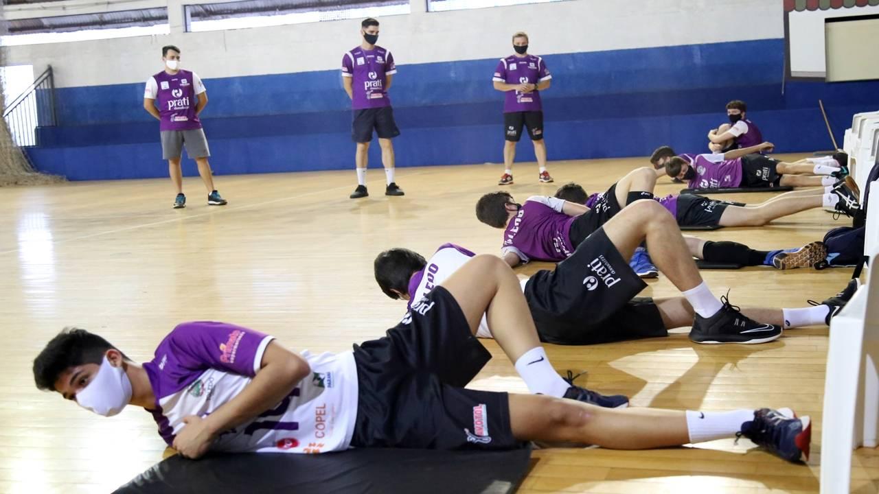 Com rígido protocolo de segurança, voleibol tem primeiros treinos no Hugo Zeni
