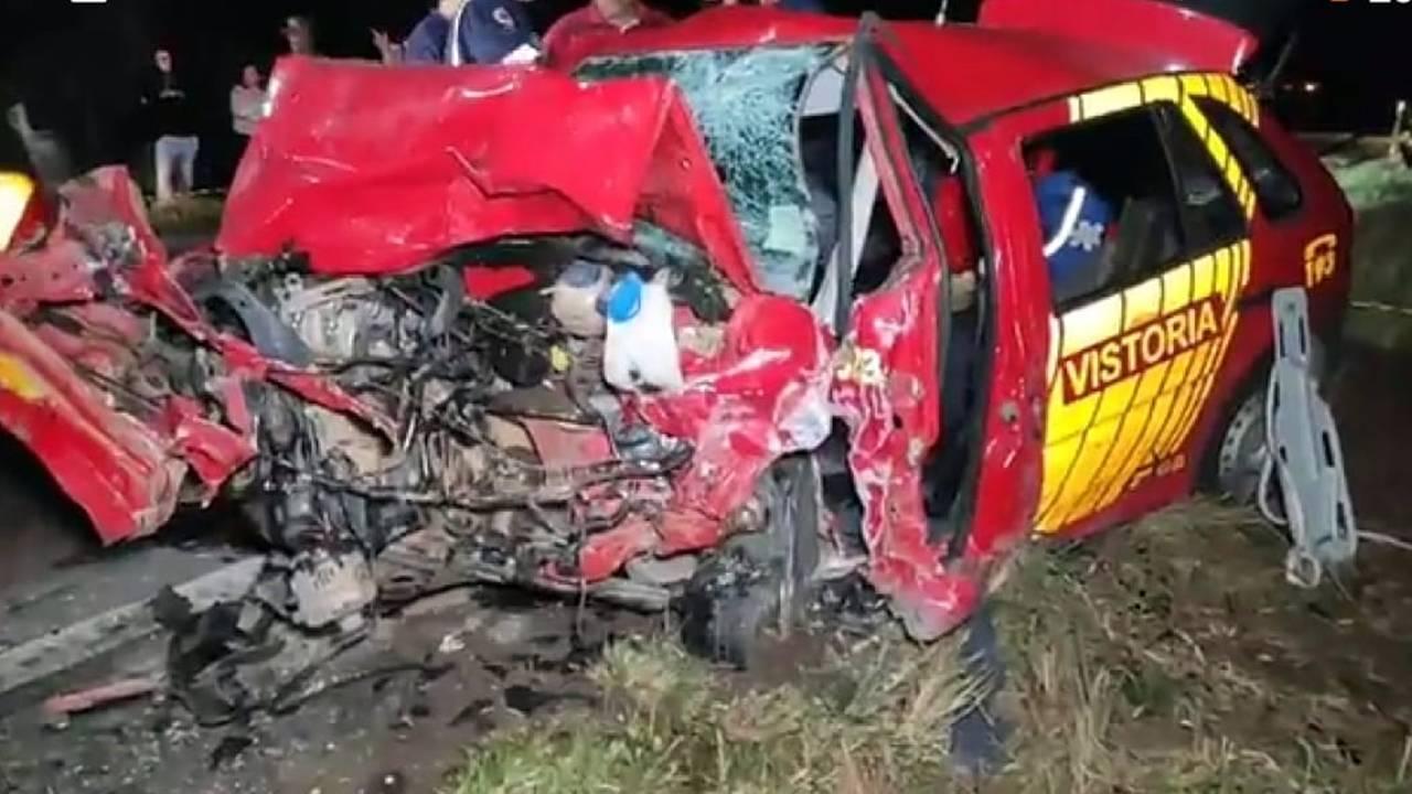 Mulher morre e três bombeiros ficam gravemente feridos em acidente na BR-280