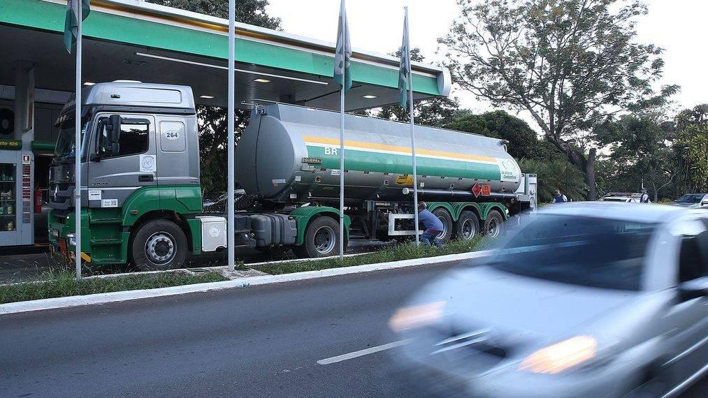 Preço do combustível só será reduzido se houver reforma tributária, diz Ratinho