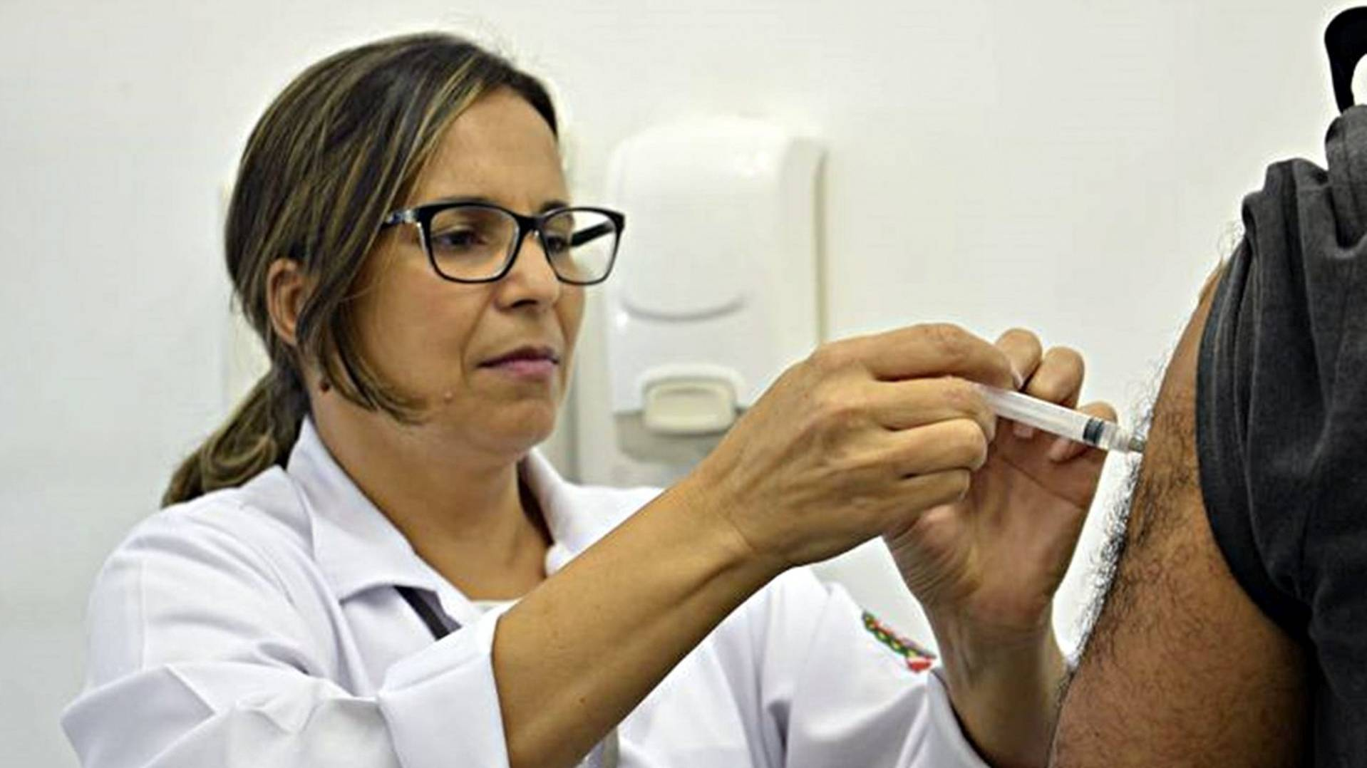 Cascavel vacina professores e trabalhadores de escolas contra a Covid-19 nesta terça-feira (1º)