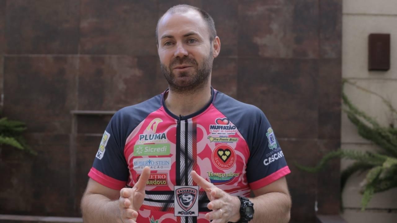 Cassiano Klein renova com o Cascavel Futsal