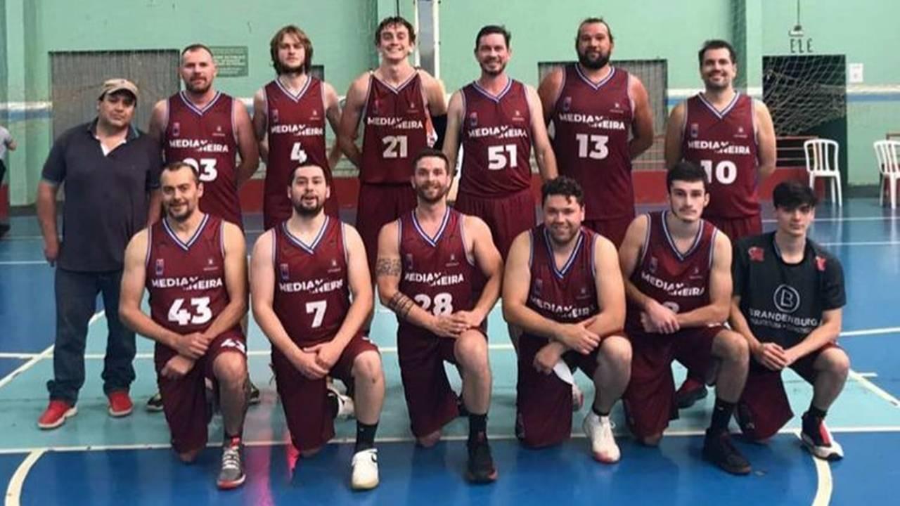 Medianeira vence novamente e assume a liderança da 5ª Liga de Basquete Abasmavel