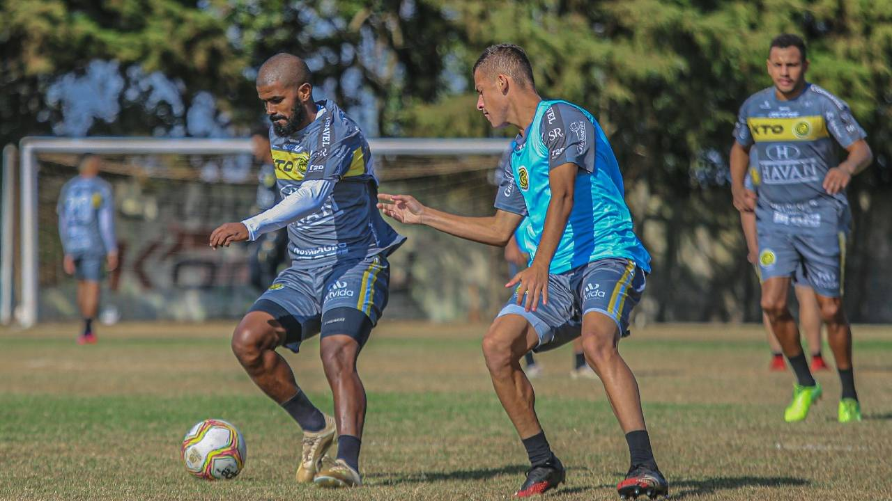 FC Cascavel enfrenta Coritiba nesta segunda-feira (03) no Couto Pereira