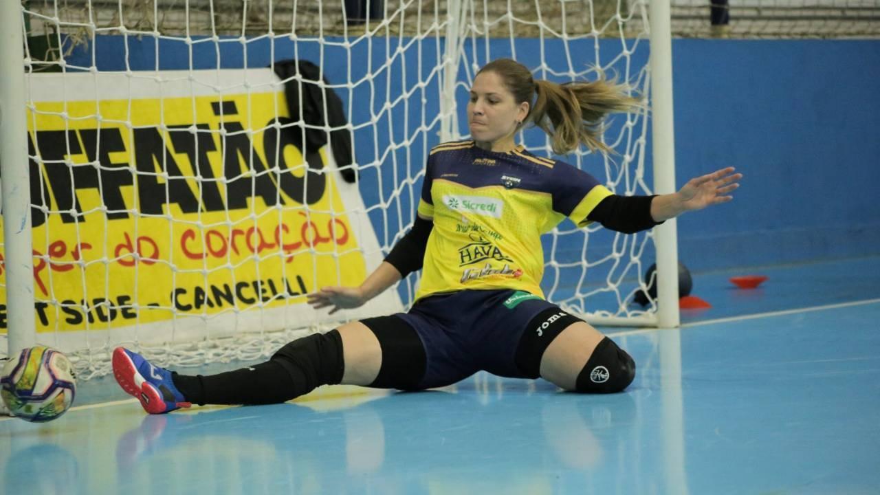 Após quatro anos na Itália, Bianca chega ao Brasil para defender o Stein Cascavel Futsal