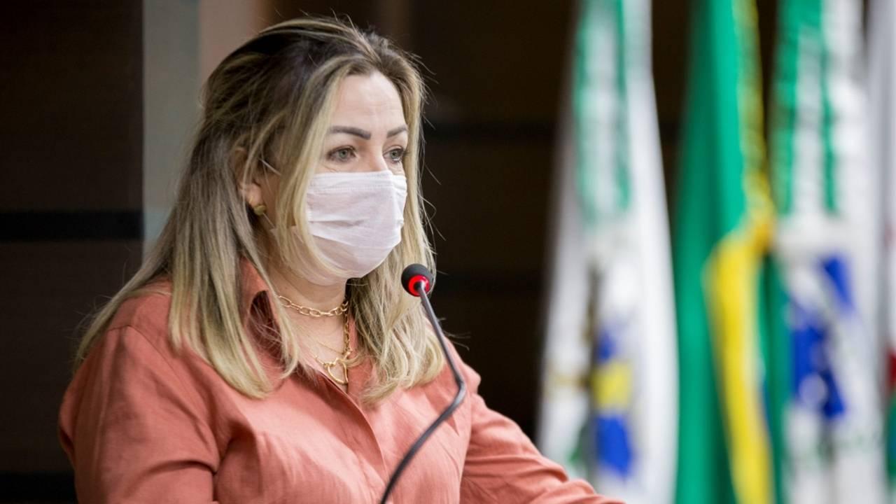 Professora Liliam faz moção por condições de trabalho nos Correios na pandemia