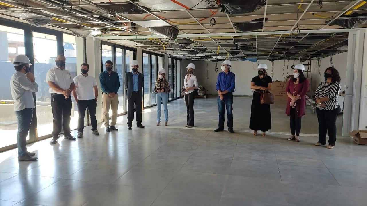 Vereadores visitam obra da nova sede da AMIC e destacam importância da entidade
