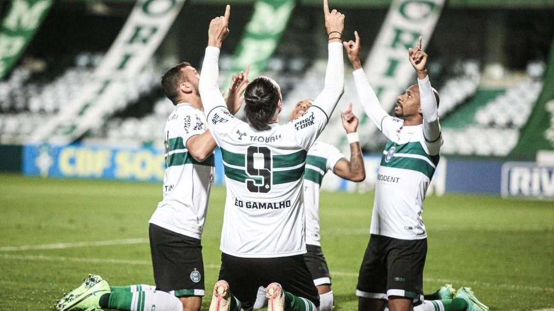 Coritiba goleia Brusque e amplia vantagem na liderança da Série B