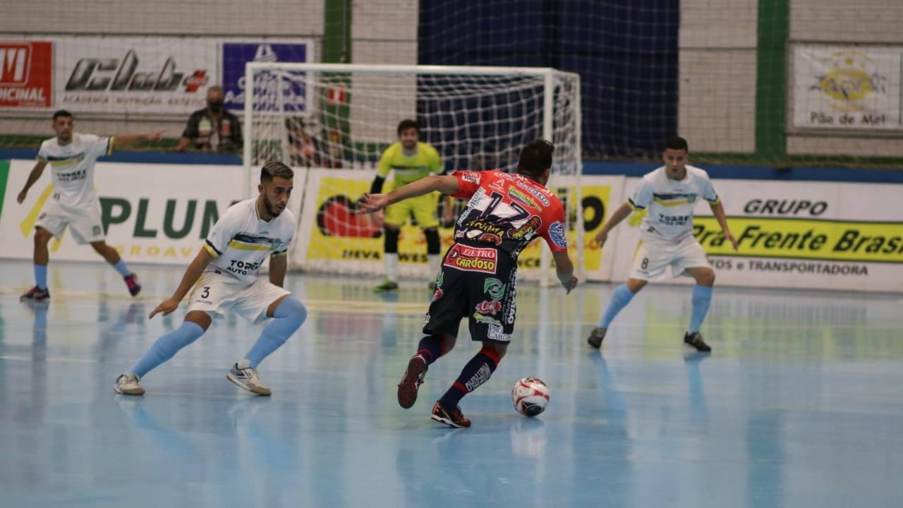 Cascavel Futsal vence o São José dos Pinhais por 5 a 1 e segue na ponta da Série Ouro