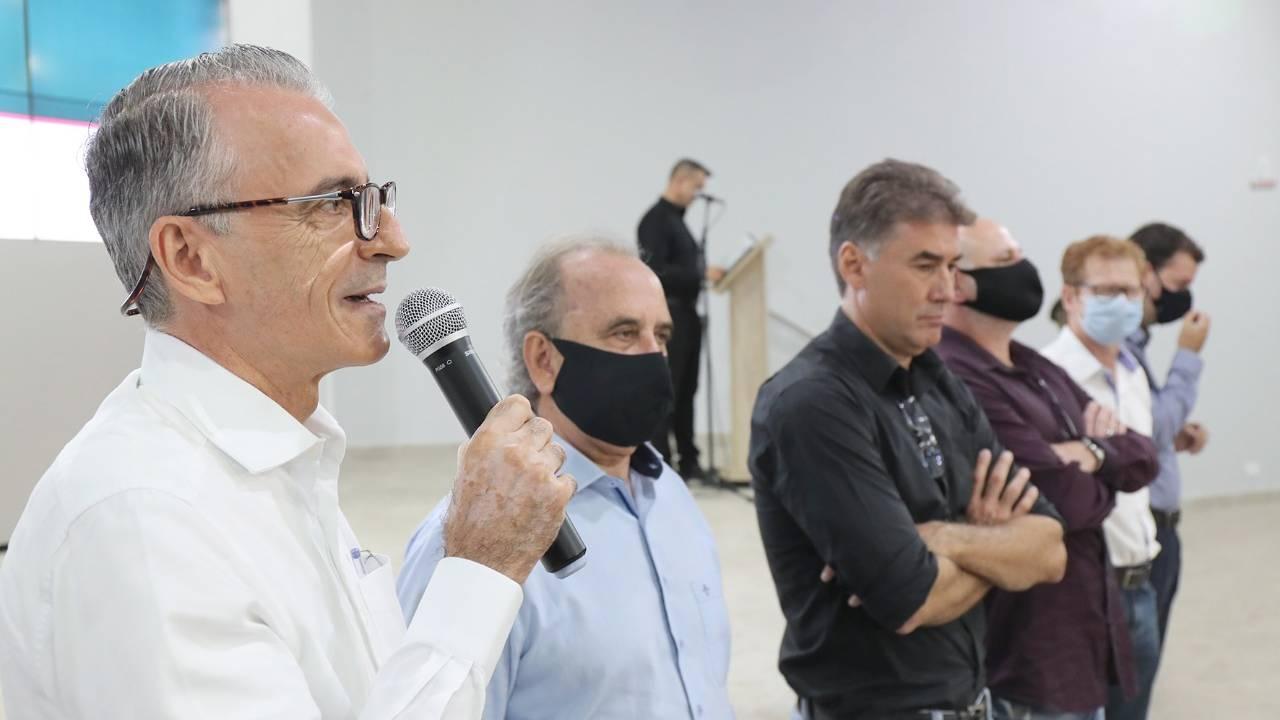 Paranhos anuncia Luiz Ernesto como novo secretário de Cultura e Esportes