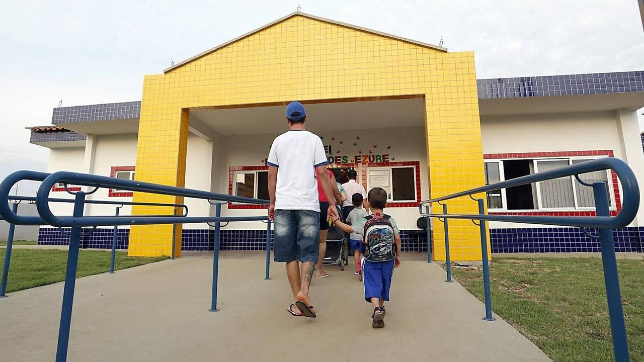 Sem vacina e EPIs adequados: Professores temem a volta às aulas presenciais no Riviera