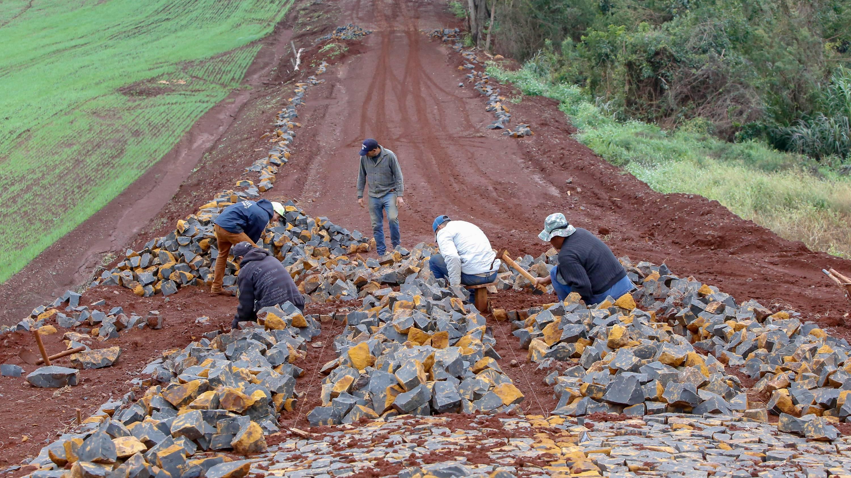 Governador confirma pavimentação de mais 54 km de estradas rurais em 14 municípios