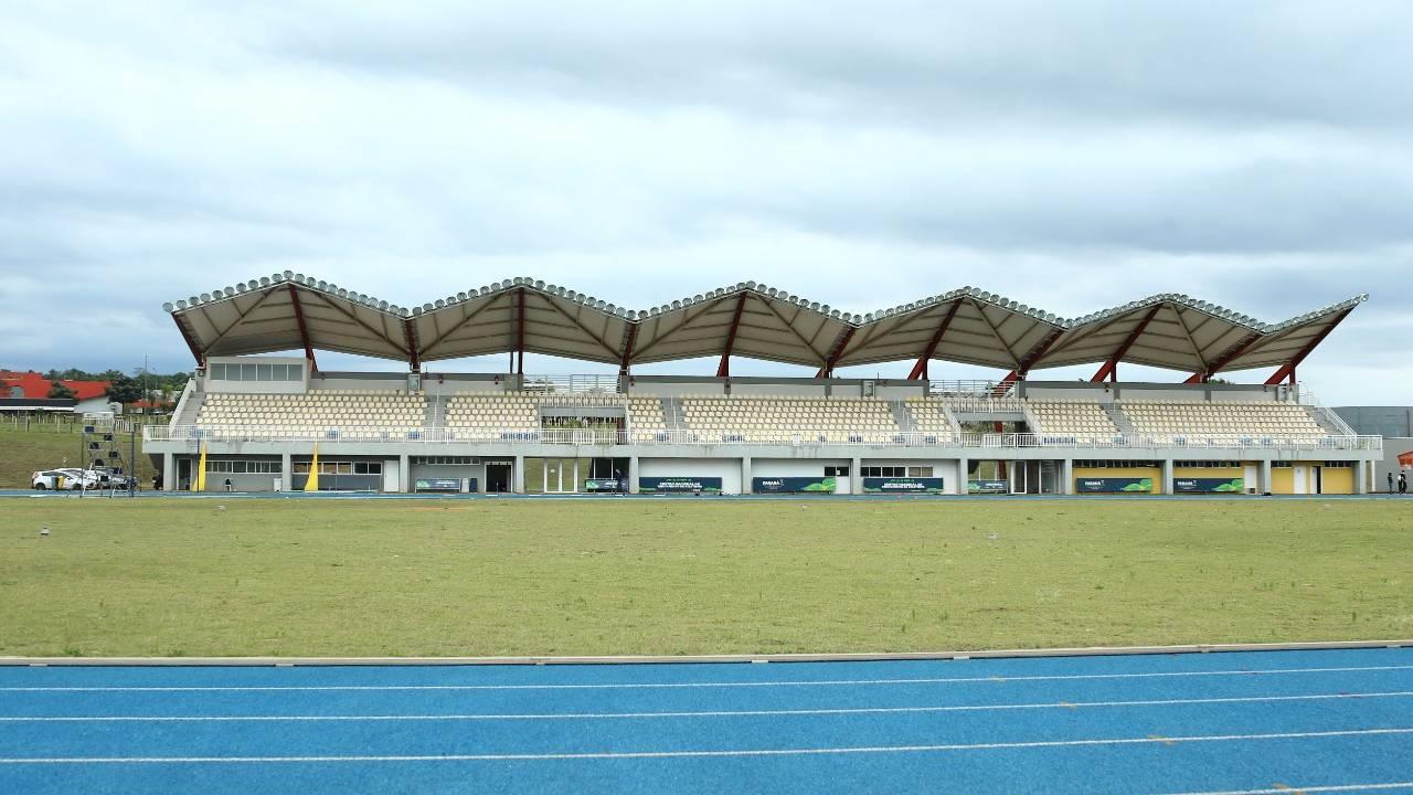 Centro Nacional de Treinamento em Atletismo revela atleta que vem se destacando no atletismo