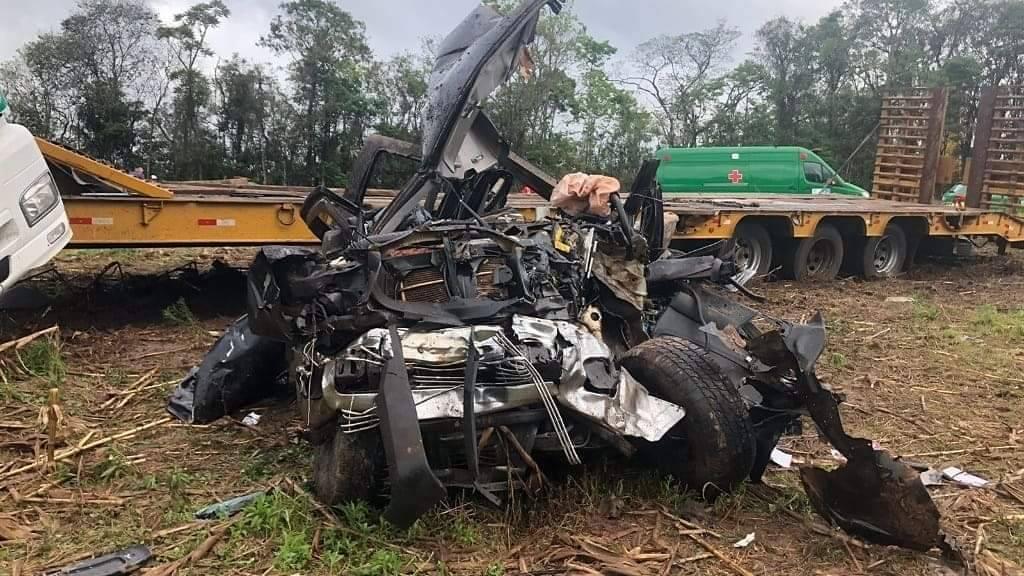 Duas pessoas morrem em batida entre caminhão e caminhonete, em Prudentópolis