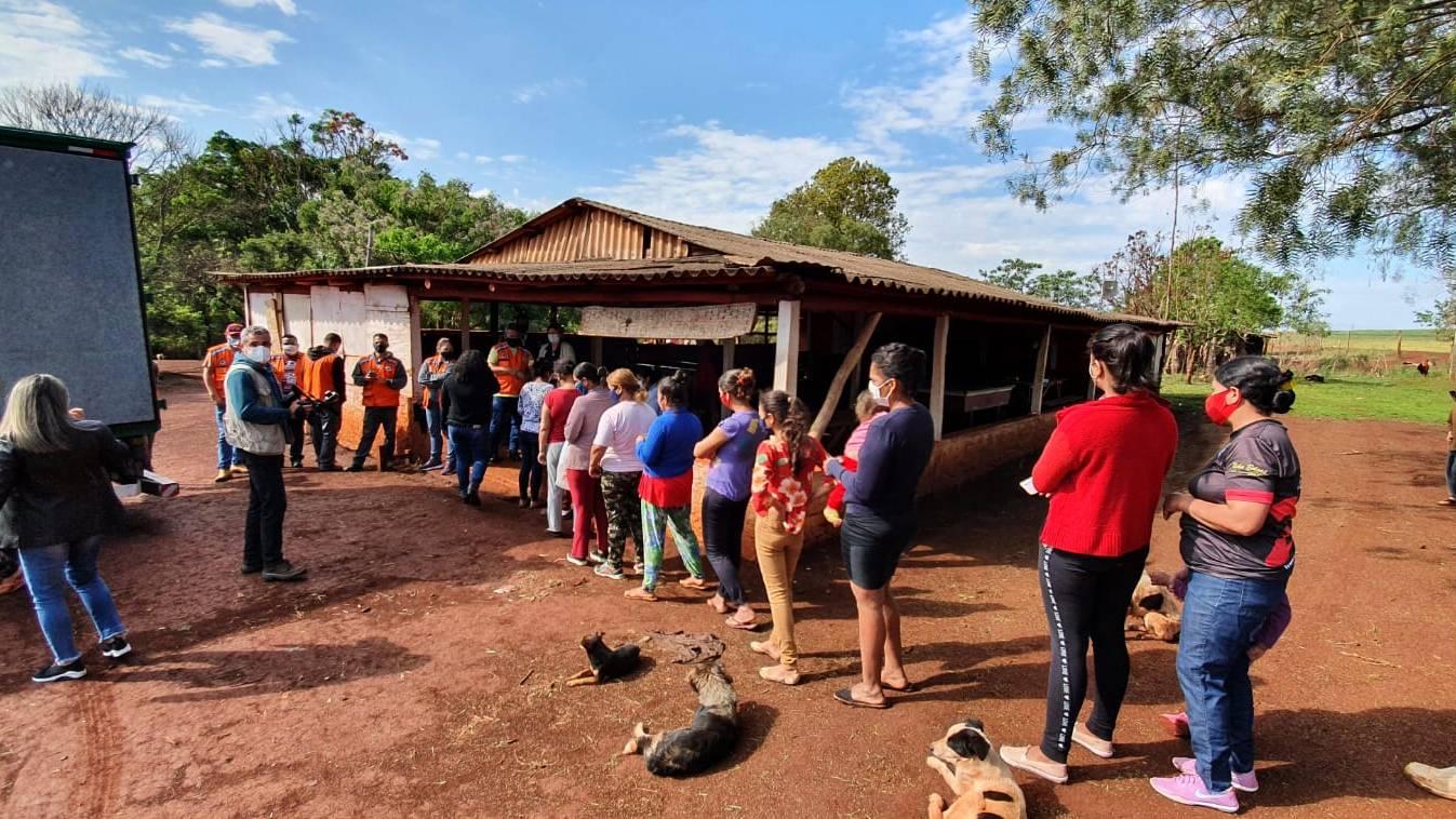 Famílias afetadas pela estiagem recebem cestas básicas