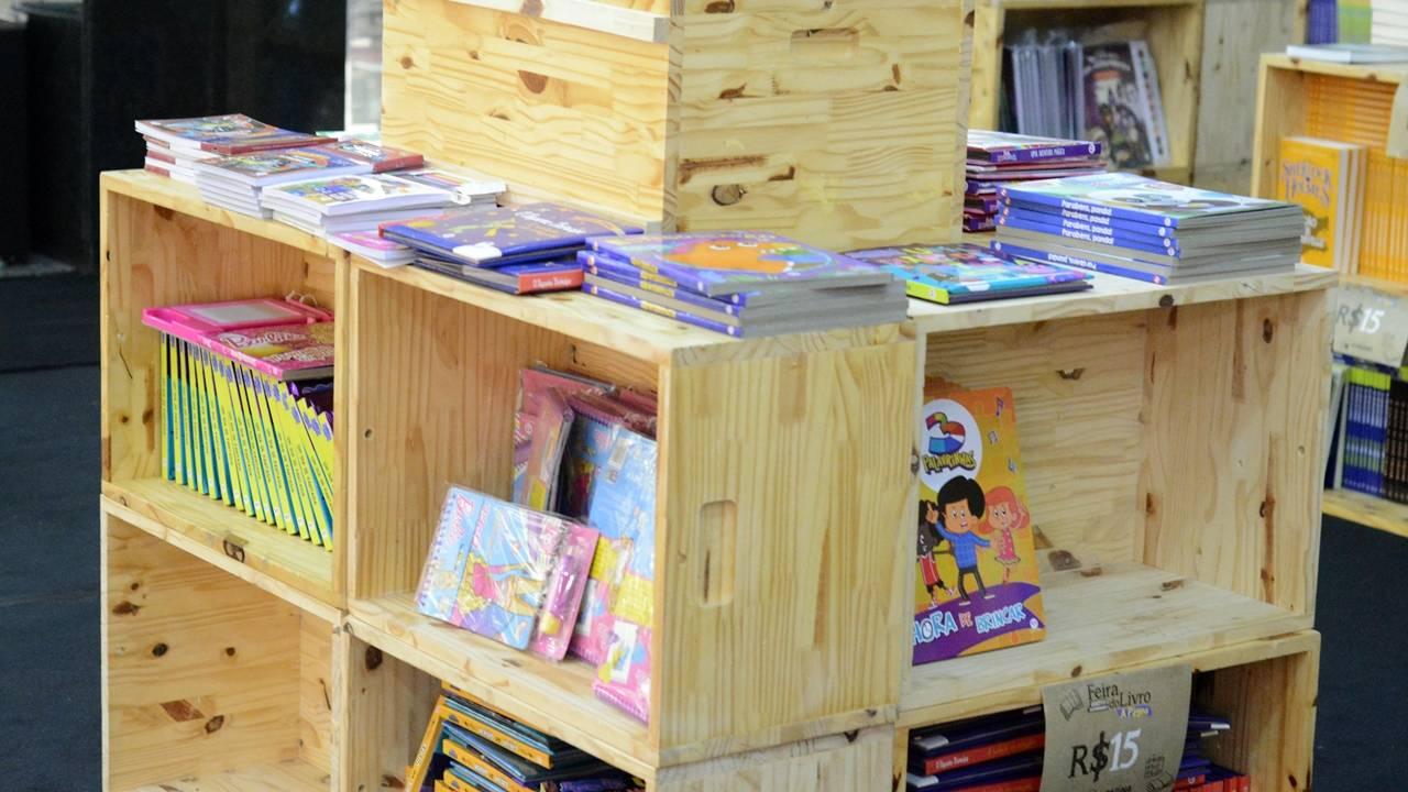 Incentivo a leitura: feira vende livros a partir de R$ 5
