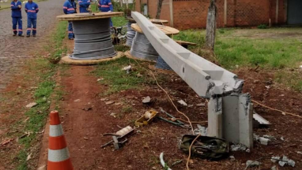 Trabalhador morre e outro fica gravemente ferido após queda de poste, em Medianeira