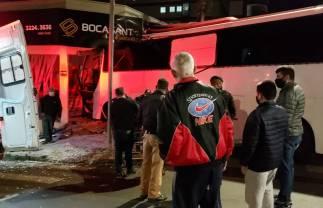 Ônibus desgovernado invade empresa em Pato Branco; Vídeo