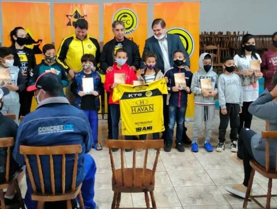Diretoria do FC Cascavel apresenta projeto social para comunidade do Bairro Tarumã