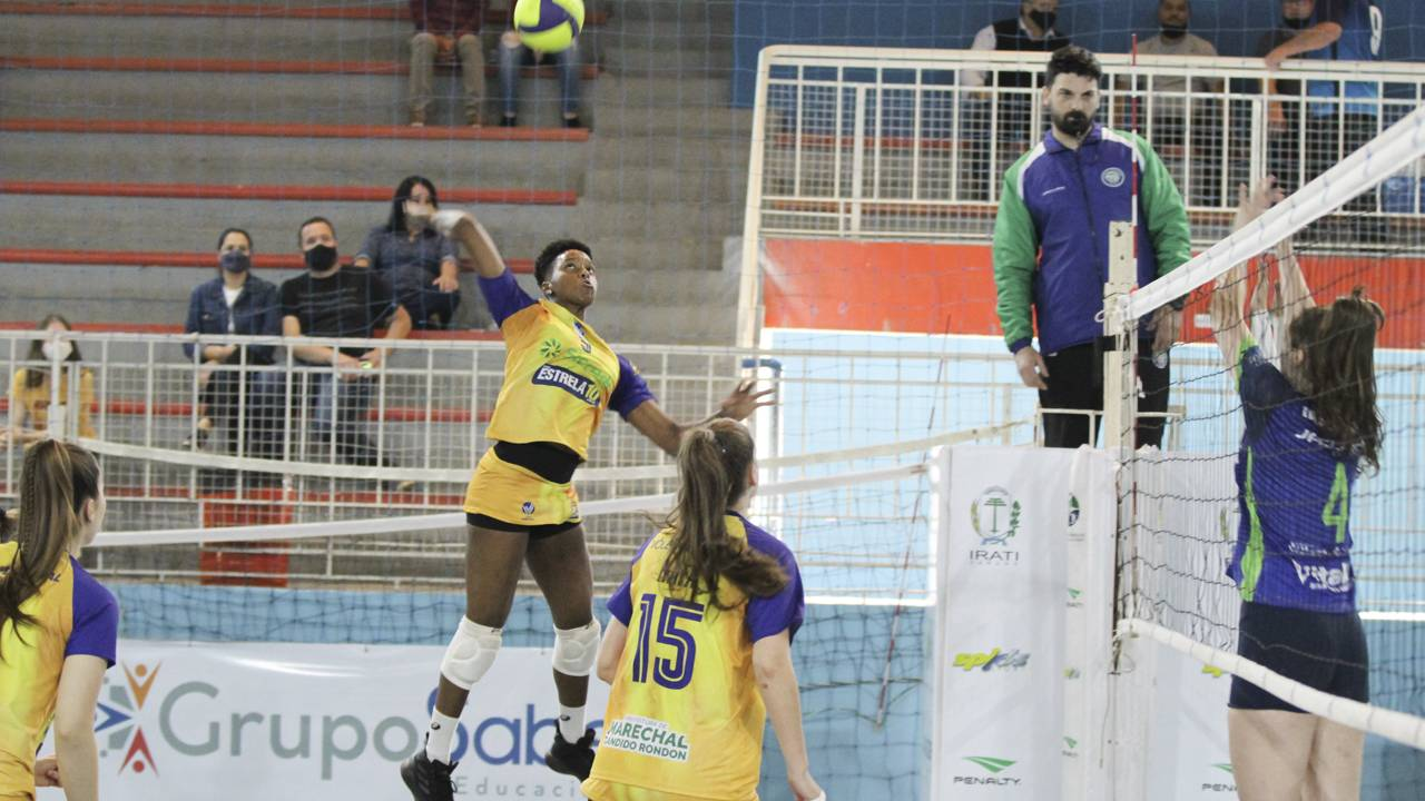 Sete partidas movimentaram o Campeonato Paranaense de Voleibol Feminino
