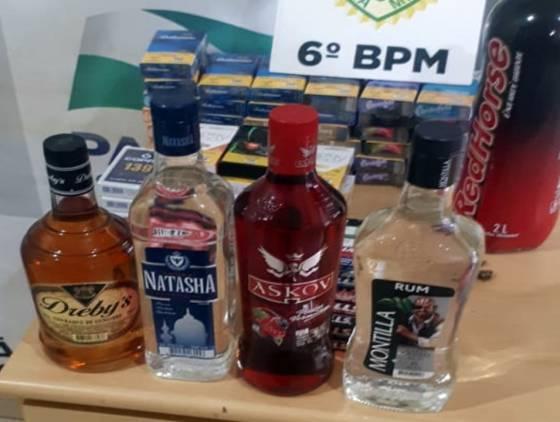 Jovem de 23 anos é detido com bebidas alcoólica e cigarros oriundo de furto no Bairro Periolo