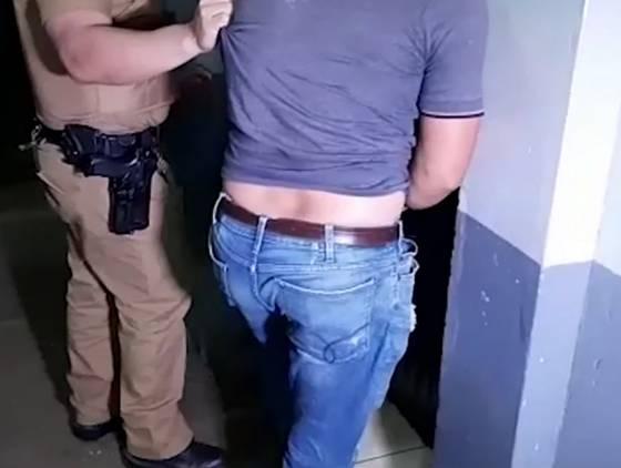 Homem detido suspeito de furtar motores de portão eletrônico no Bairro Paulo Godoy
