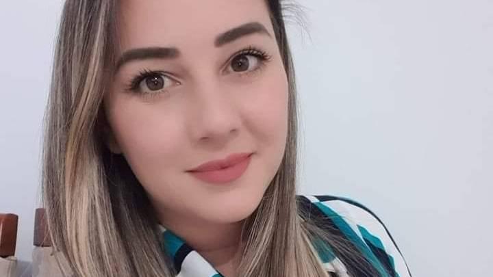 Gravida de cinco meses, médica de 36 anos morre por complicações da Covid-19.