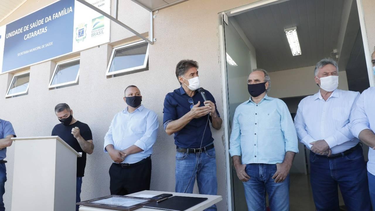 Paranhos assina abertura de licitação para construção da nova USF do Bairro Cataratas