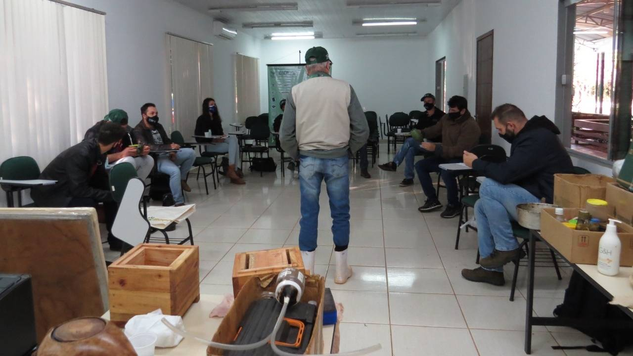 Agrotec: Território Cidadão recebe treinamento sobre Meliponicultura