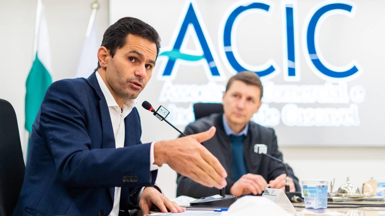Pacheco detalha projetos e destinação de recursos aos empresários da ACIC