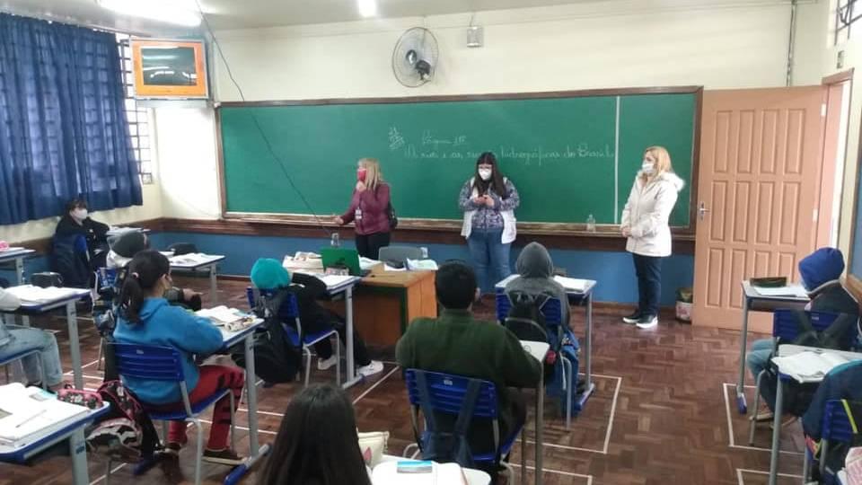 Retornou às aulas presenciais nos Colégios e Escolas do Núcleo Regional da Educação de Cascavel