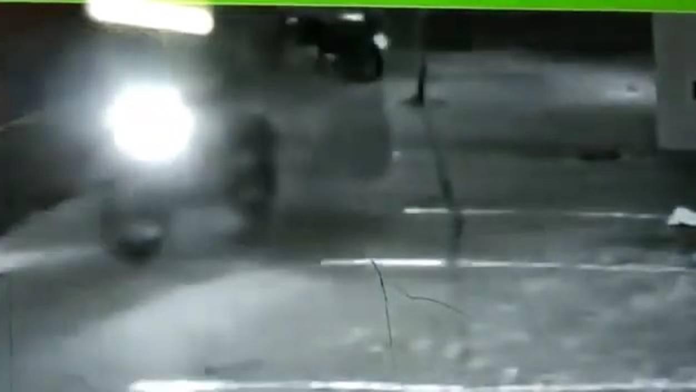 Câmera de segurança registra fuga de atirador que executou dois motoboys em Cascavel